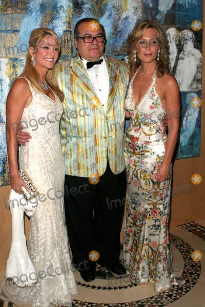 Hunt Slonem Photo - Annual Artrageous Gala and Art Auction to Benefit Edwin Gould Services For Children and Families Cipriani 42nd St-nyc-052307 Debra Wasser Hunt Slonem and Linda Argila Photo by John B Zissel-ipol-Globe Photos Inc 2007