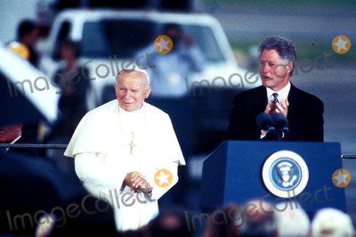 John Paul Photo - Pope John Paul Ii and Bill Clinton Photo D Cantor - Ipol - Globe Photos Inc