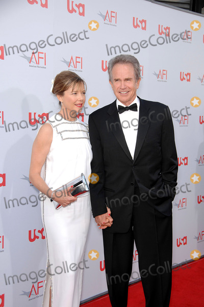 Annette Benning Photo - Annette Benning and Warren Beatty During the 36th Afi Life Achievement Award Presented to Warren Beatty Held at the Kodak Theatre on June 12 2008 in Los Angeles Photo Michael Germana  Superstar Images - Globe Photos