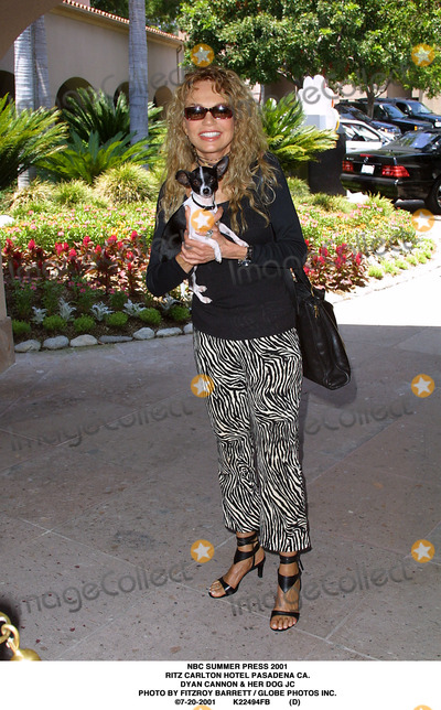 RITZ CARLTON Photo - NBC Summer Press 2001 Ritz Carlton Hotel Pasadena CA Dyan Cannon  Her Dog Jc Photo by Fitzroy Barrett  Globe Photos Inc 7-20-2001 K22494fb (D)