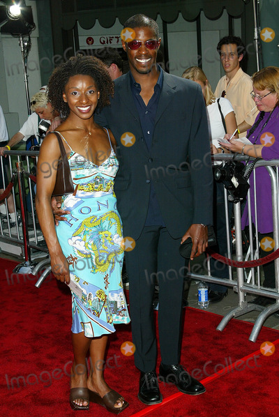 Ahmed Best Photo - Star Wars Episode Ii Attack of the Clones Los Angeles Premiere Benefitting the Fullfillment Fund Held at Graumans Chinese Theatre Ahmed Best and Date Photo by Fitzroy Barrett  Globe Photos Inc 5-12-2002 K24997fb (D)
