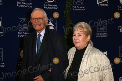 Alan Bergman Photo - Starry Night Grammy Foundation Benefit in Honor of Sir George Martin University of Southern California Los Angeles CA 071208 Alan Bergman and Wife Photo Clinton H Wallace-photomundo-Globe Photos Inc