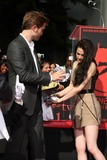Kristen Stewart,Robert Pattinson Photo - Handprint and Footprint Ceremony for the Twilight Saga Actors Pattinson Stewart and Lautner