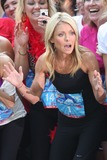 Kelly Ripa Photo 5
