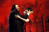 Liza Minnelli Photo - Liza Minnelli and Luciano Pavarotti in Concert Modena Italy Photo Massimo-unitalpress- Ipol - Globe Photos Inc 1996 Lucianopavarottiretro