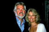 Kenny Rogers Photo - Kenny Rogers with Wife Marianne Photo ByGlobe Photos Inc 1986 Kennyrogersretro