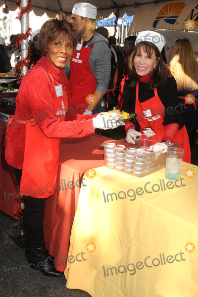 Gloria Hendry Photo - 25 November 2015 - Los Angeles California - Gloria Hendry Kate Linder 2015 Los Angeles Mission Thanksgiving Meal for the Homeless held at the LA Mission Photo Credit Byron PurvisAdMedia