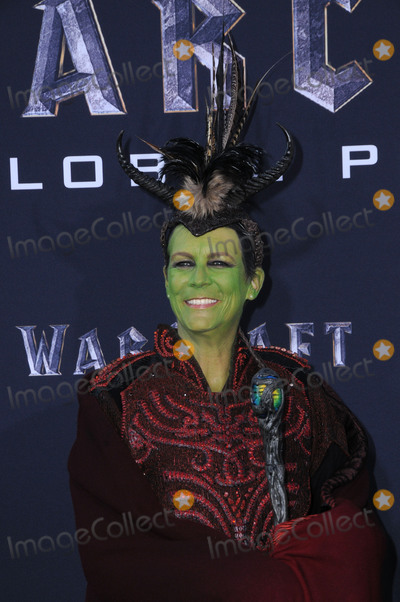 Jamie Lee Photo - 06 June 2016 - Hollywood California - Jamie Lee Curtis Arrivals for the Premiere Of Legendary Pictures and Universal Pictures Warcraft held at the TCL Chinese Theater IMAX Photo Credit Birdie ThompsonAdMedia