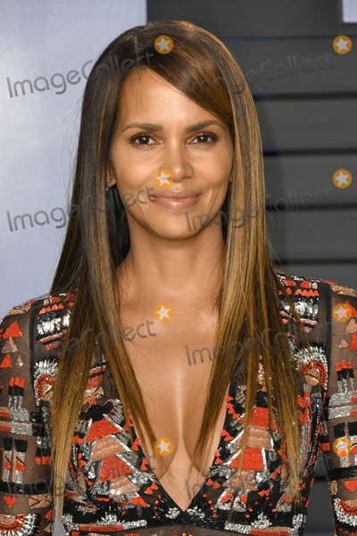 Halle Berry Photo - 04 March 2018 - Los Angeles California - Halle Berry 2018 Vanity Fair Oscar Party following the 90th Academy Awards held at the Wallis Annenberg Center for the Performing Arts Photo Credit Birdie ThompsonAdMedia