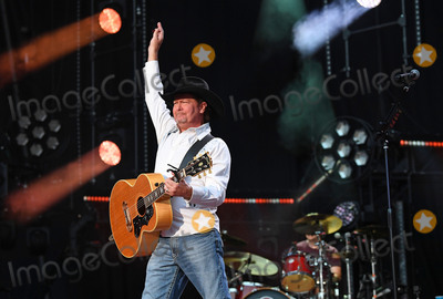 Tracy Lawrence Photo - 11 June 2017 - Nashville Tennessee - Tracy Lawrence 2017 CMA Music Festival Nightly Concert held at Nissan Stadium Photo Credit Laura FarrAdMedia