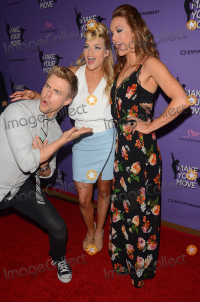Amy Purdy Photo - 31 March 2014 - Los Angeles California - Derek Hough Witney Carson Amy Purdy Cast arrivals for the LA screening of Make Your Move held at Pacifics The Grove Stadium 14 in Los Angeles Photo Credit Birdie ThompsonAdMedia