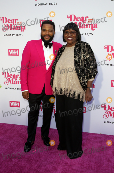 Anthony Anderson Photo - 02 May 2019 - Los Angeles California - Anthony Anderson Doris Hancox VH1s Annual Dear Mama A Love Letter To Mom  held at The Theatre at Ace Hotel Photo Credit Faye SadouAdMedia