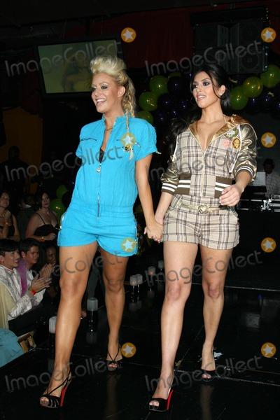 Aubrey ODay Photo - Aubrey ODay and Kim Kardashianat Celebrity Catwalk for Charity The Highlands Nightclub Hollywood CA 08-16-07