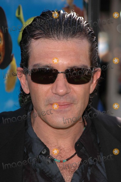 Antonio Banderas Photo - Antonio Banderas at the Shrek 2 Premiere at the Mann Village Theatre Westwood CA 05-08-04