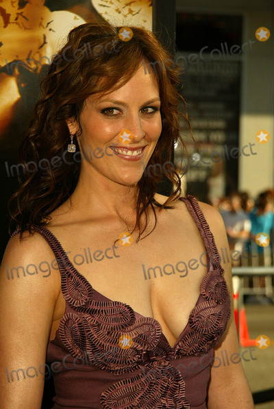 Annabeth Gish Photo - Annabeth Gishat the world premiere of Warner Bros Batman Begins Chinese Theater Hollywood CA 06-06-05