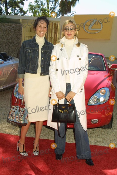 Annabeth Gish Photo - Annabeth Gish and Kelly Rutherford at Fashion Forward featuring the Burberry Prorsum SpringSummer 2004 Collection Presented by Lexus Private Residence Beverly Hills CA 11-22-03