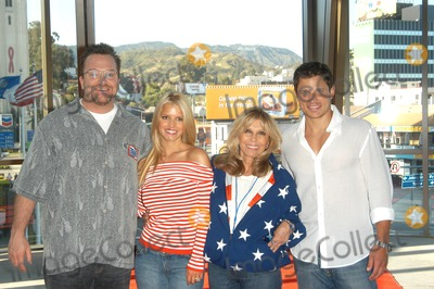 Nancy Sinatra Photo - Tom Arnold Jessica Simpson Nancy Sinatra and Nick Lachey at the USOs Salute The Troops free concert for service members Hollywood and Highland CA 05-10-03