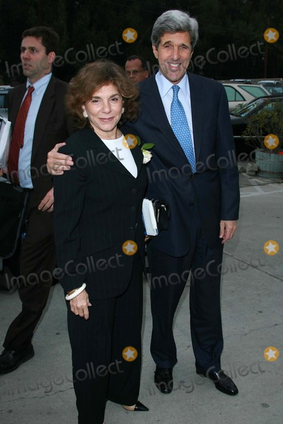 Teresa Heinz-Kerry Photo - Teresa Heinz Kerry and John Kerryat an instore event to promote the new book This Moment on Earth Duttons Brentwood Los Angeles CA 04-04-07