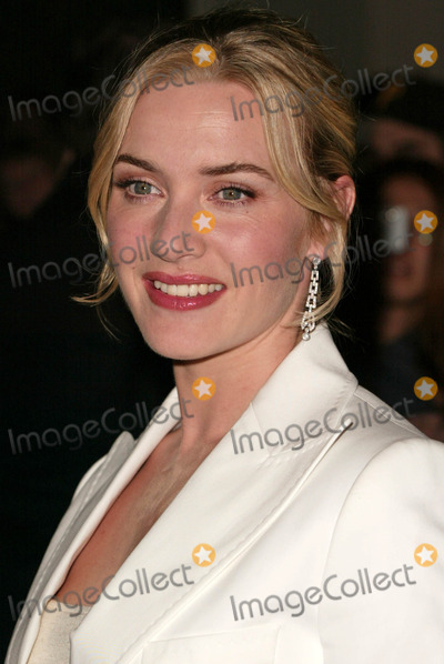 Sapphire Photo - Kate Winslet receives the Sapphire Inspired Award for Outstanding Performance of the Year Santa Barbara Film Festival Lobero Theater Santa Barbara CA 02-01-05
