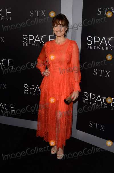 Carla Gugino Photo - Carla Guginoat The Space Between Us Los Angeles Special Screening Arclight Hollywood CA 01-17-17
