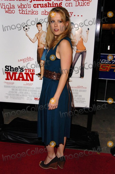 Allison Munn Photo - Allison Munnat the premiere of Shes The Man Mann Village Theatre Westwood CA 03-08-06