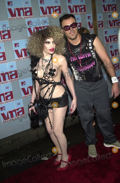 AMANDA LAPORE Photo - Amanda LaPore and David LaChapelle at the 2002 MTV Video Music Awards Radio City Music Hall New York City NY 08-29-02