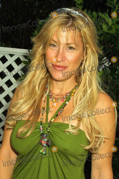 Ann Walters Photo - Lisa Ann Walter at W Magazines Hollywood Yard Sale at a private residence Los Angeles CA 09-12-04