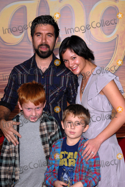 Amy Pham Photo - Joshua Gomez and Amy Phamat the Tangled World Premiere El Capitan Theatre Hollywood CA 11-14-10
