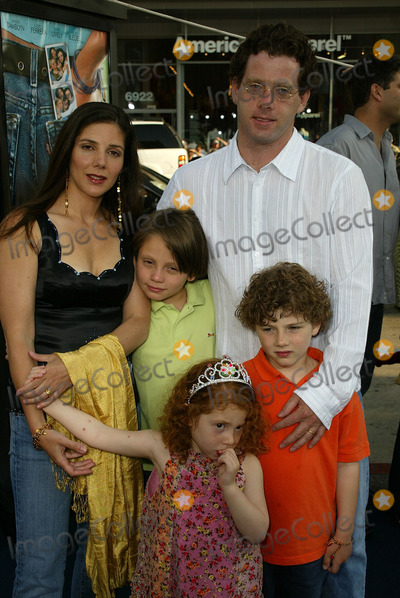 Ann Brashares Photo - Ann Brashares with familyat the World Premiere of Warner Bros The Sisterhood of the Traveling Pants at the Chinese Theater Hollywood CA 05-31-05