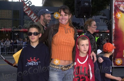 Lynn Herring Photo - Lynn Herring and kids at the premiere of Warner Bros Kangaroo Jack at the Chinese Theater Hollywood 01-11-03