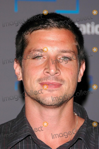 Simon Rex Photo - Simon Rex at the Playstation 2 Offers A Passage Into The Underworld Party at the Belasco Theater Los Angeles CA 05-11-04