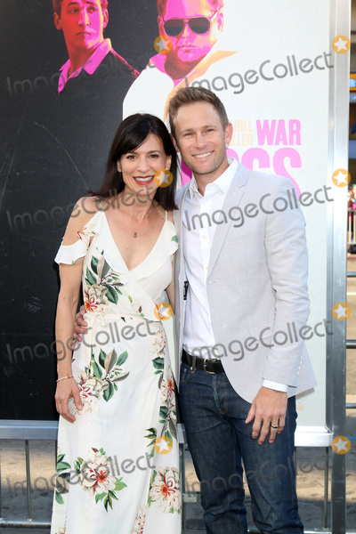 Aaron Fox Photo - Perrey Reeves Aaron Foxat the War Dogs Premiere TCL Chinese Theater IMAX Hollywood CA 08-15-16