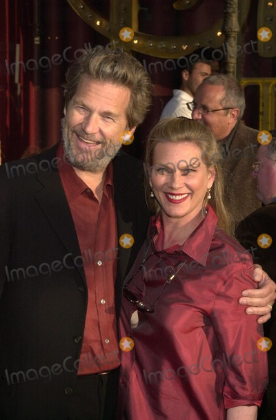 Jeff Bridges Photo - Jeff Bridges and wife at the premiere of Warner Brothers Insomnia at the El Capitan Theater Hollywood 05-22-02