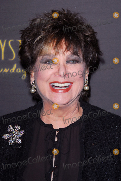 Suzanne Pleshette Photo - Suzanne Pleshetteat the opening night of Billy Crystals 700 Sundays Wilshire Theatre Beverly Hills CA 01-12-06