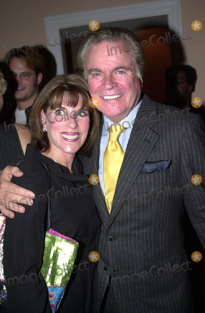 Kate Linder Photo -  Kate Linder and Robert Wagner at the 20th Anniversary Jimmy Stewart Relay Marathon Celebrity VIP Kickoff Coctail reception Hotel Bel Air 03-14-01