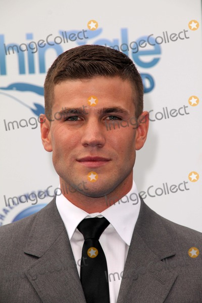 Austin Stowell Photo - Austin Stowellat the Dolphin Tale World Premiere Village Theater Westwood CA 09-17-11
