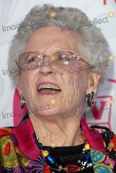 Ann B Davis Photo - Ann B Davisat the 5th Annual TV Land Awards Barker Hangar Santa Monica CA 04-14-07