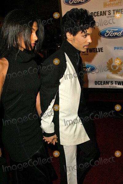 Prince Photo - Prince at Oceans Twelve Los Angeles Premiere  Graumans Chinese Hollywood CA 12-08-04