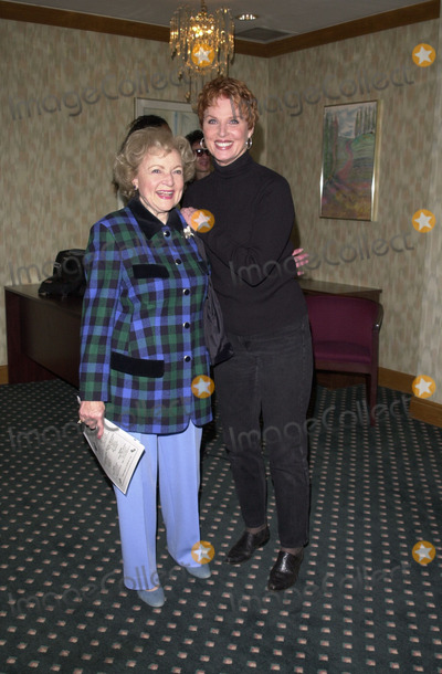 Mariette Hartley Photo -  Betty White and Mariette Hartley at the Actors and Others for Animals benefit Universal City 10-21-00