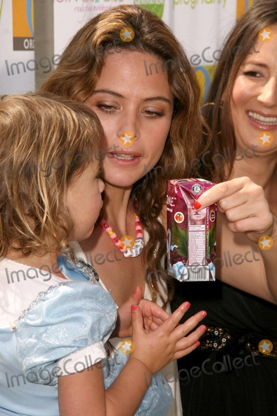 Anna Getty Photo - Josie Maran and daughter Rumi with Anna Getty at the 2nd Annual Pregnancy Awareness Month Kick off Motherhood Begins Now Little Dolphins Pre School Santa Monica CA 05-02-09