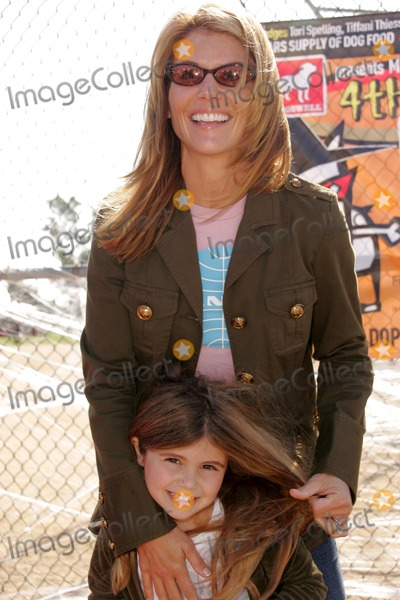Bow Wow Photo - Lori Loughlin and daughter Olivia Jadeat the Fourth Annual Much Love Animal Rescue Bow Wow Ween Barrington Dog Park Los Angeles CA 10-30-05