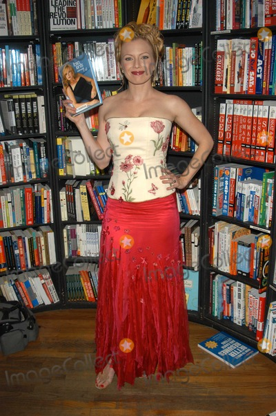 Traci Lords Photo - Traci Lords at an in-store appearance to sign copies of her new autobiography Underneath It All at Book Soup West Hollywod CA 07-18-03