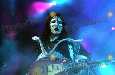 Ace Frehley Photo - Ace Frehley of KISS at the Anaheim Pond 03-18-00 on the Farewell Tour
