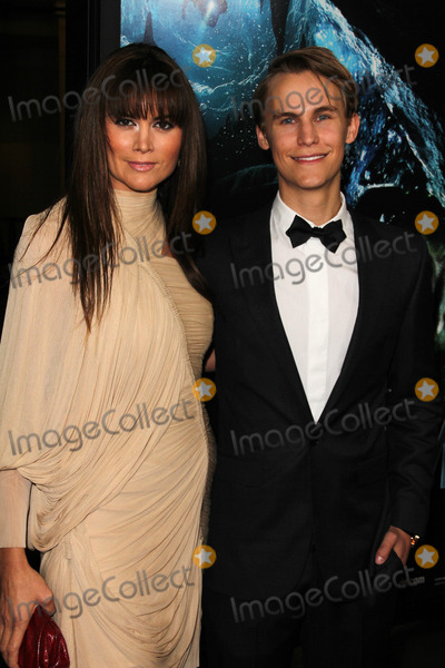 Alice Parkinson Photo - Alice Parkinson and Rhys Wakefieldat the World Premiere of Sanctum Manns Chinese 6 Hollywood CA 01-31-11