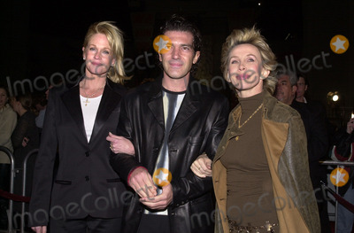 Melanie Griffith Photo - Melanie Griffith Antonio Banderas Trudy Skyler at the premiere of Paramounts Vanilla Sky at the Chinese Theater Hollywood 12-10-01