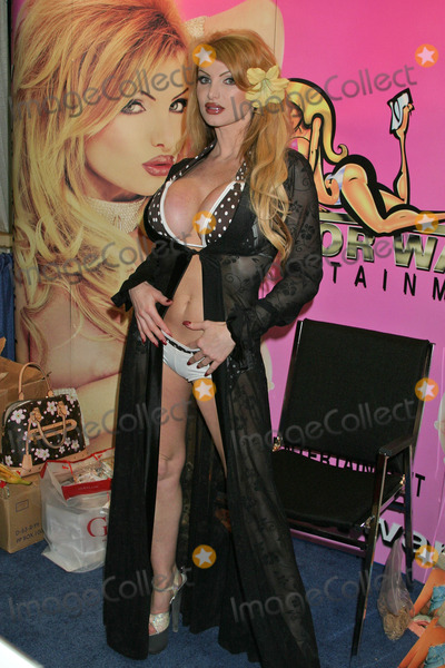 Taylor Wane Photo - Taylor Waneat the 2005 Erotica LA Convention Day 2 Los Angeles Convention Center Los Angeles CA 06-12-05