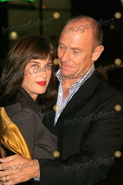 Amanda Pays Photo - Amanda Pays and Corbin Bernsenat the premiere of Kiss Kiss Bang Bang on the opening night of the 9th Annual Hollywood Film Festival Graumans Chinese Theatre Hollywood CA 10-18-05
