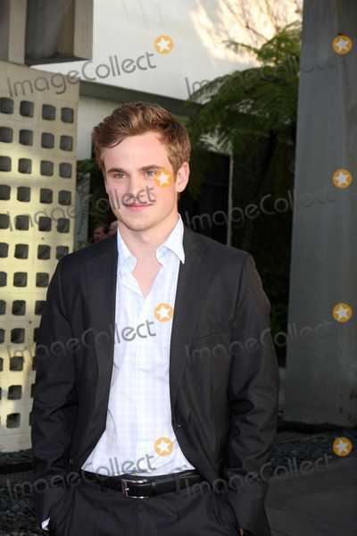 Allan Hyde Photo - Allan Hydearrives at the True Blood Season Premiere 2010ArcLight CineramadomeLos Angeles CAJune 8 2010