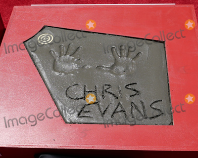 CAST MEMBER Photo - LOS ANGELES - APR 23  Chris Evans Handprints at the Avengers Cast Members Handprint Ceremony at the TCL Chinese Theater on April 23 2019 in Los Angeles CA
