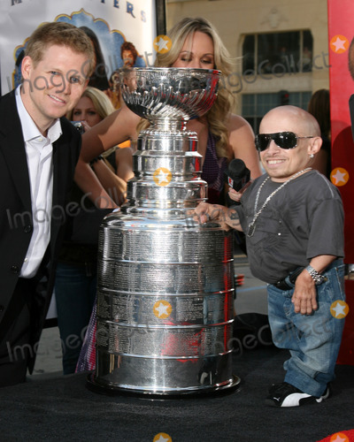 Chris Osgood Photo - Chris Osgood of the Detroit Redwings with the Stanley Cup and Verne TroyerLove Guru PremiereGraumans Chinese Theater Los Angeles CAJune 11 2008